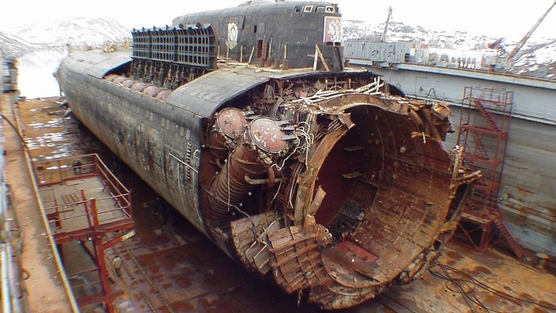 kursk submarine disaster photos